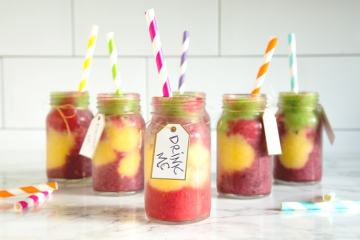 This vibrant #vegan Wonderland Smoothie is packed with vitamins and healthy goodness - A fun colourful addition to any Alice in Wonderland themed party. Recipe from thepetitecook.com