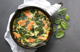 This Crustless Salmon and Spinach Quiche makes a quick, comforting no-fuss meal - Ready in 30 min, it's a great gluten-free breakfast, lunch or dinner option. Recipe from thepetitecook.com