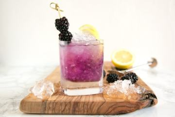 Sweet, boozy with a citrusy twist, a refreshing classic Bramble Cocktail is the best way to celebrate the warm season! Recipe from The Petite Cook