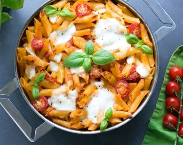 This vegetarian Caprese Pasta Bake is simple yet satisfying, great for a weeknight supper - Made with simple ingredients and ready in just 30 min!