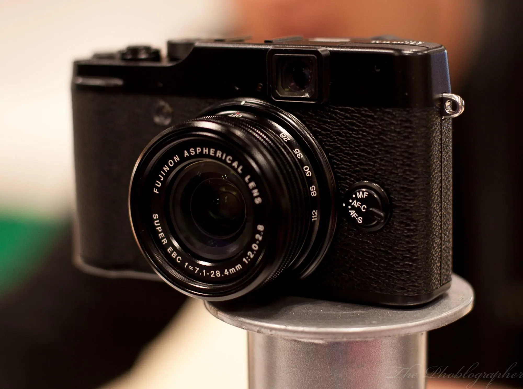 Exclusive Hands On Review Shooting A Party With The Fuji