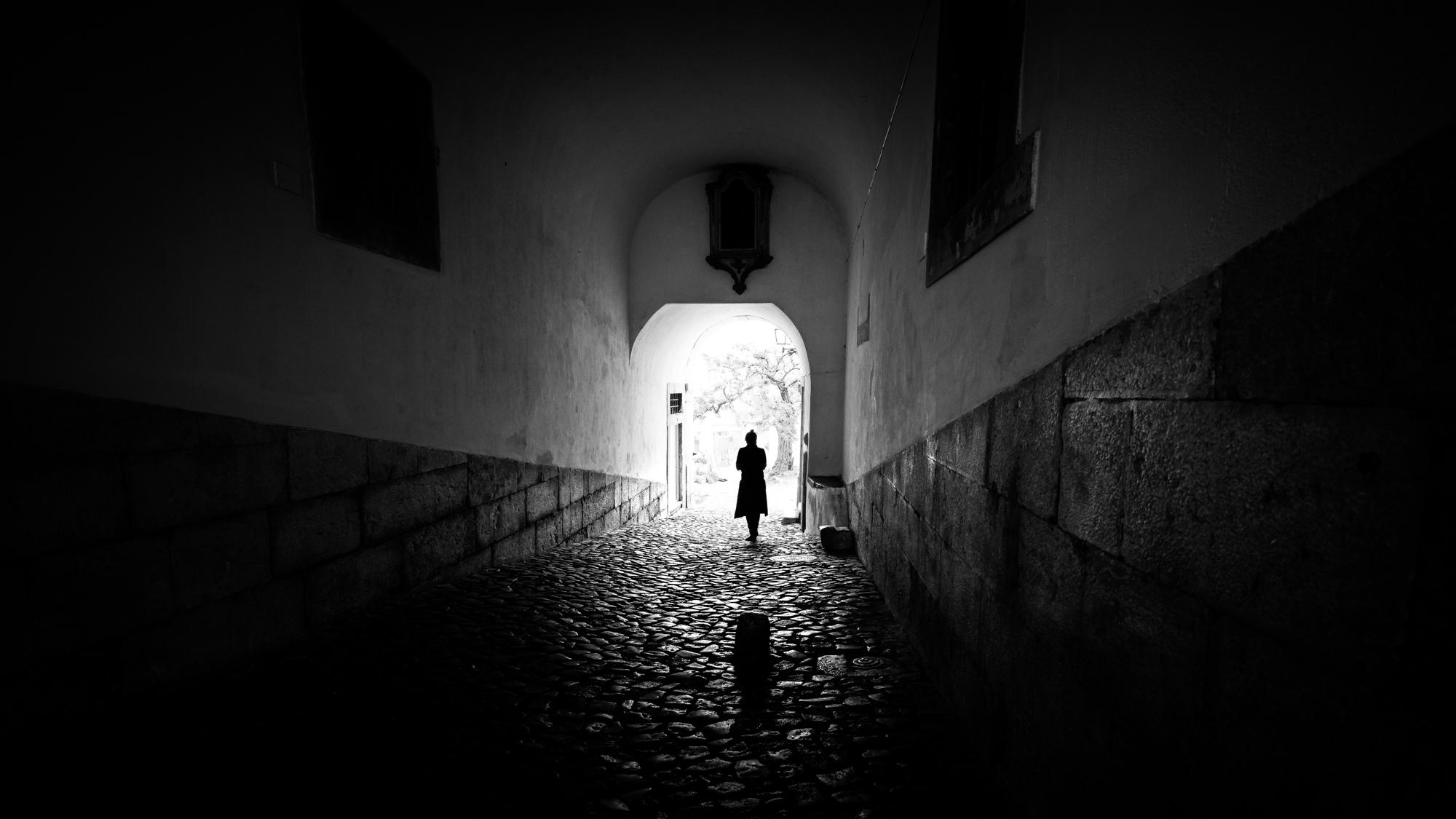 Very Sad Wallpaper Love Girl Giuseppe Milo S Faceless Combines Street Photography And