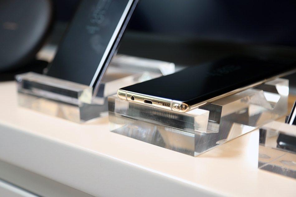 Samsung Galaxy Note 8 Hands-on bottom 2