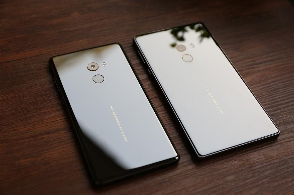 Xiaomi Mi MIX 2 Vs Xiaomi Mi MIX - rear 1