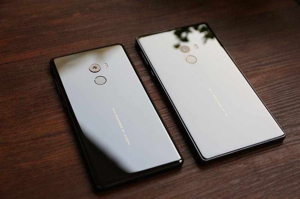 Xiaomi Mi MIX 2 Vs Xiaomi Mi MIX - rear 1