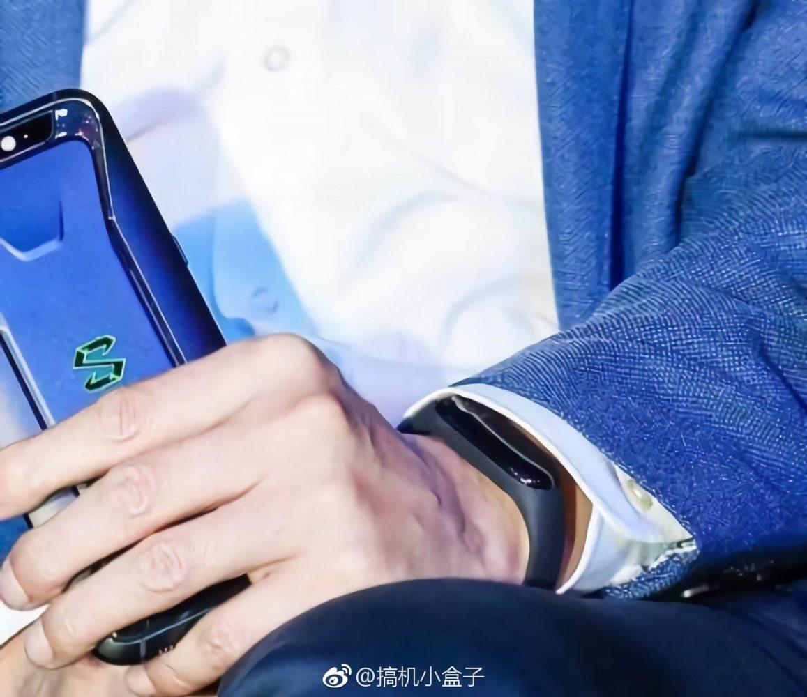 Xiaomi Mi Band 3 Clock Face Leaked - A Bigger OLED screen!