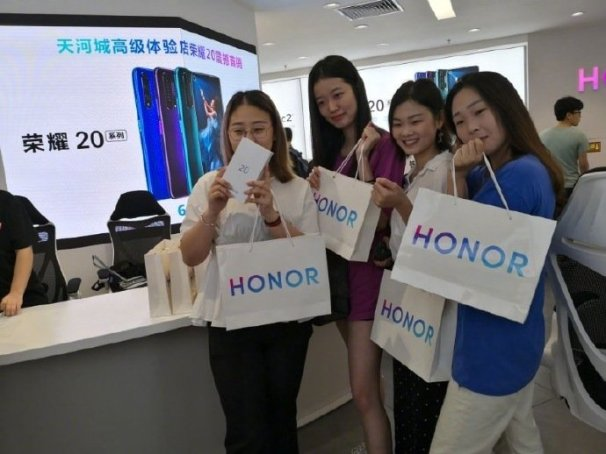 Honor 20 First Sale Picture 1