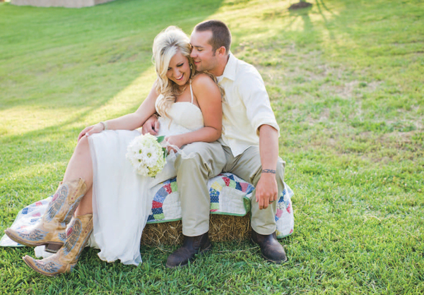 CountryRustic Knoxville Wedding  Curtis  Porsha  The Pink Bride