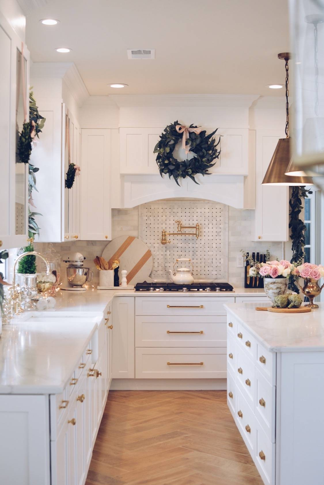 Elegant Christmas Part II - Christmas Kitchen Decor - The Pink Dream