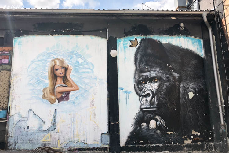 Street Art Zagreb Barbie and King Kong