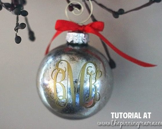 Custom monogrammed Christmas ornament idea- make it yourself in about 5 minutes! Love this idea!
