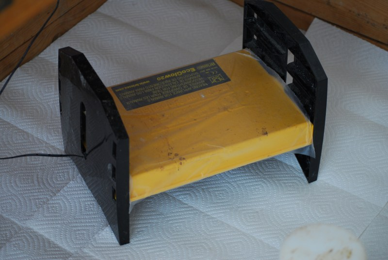 Brooder Set Up- Learn how to set up your brooder to raise baby chicks successfully!