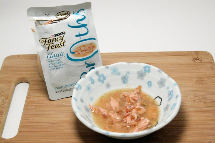 Fancy Feast Broths Classic Tuna