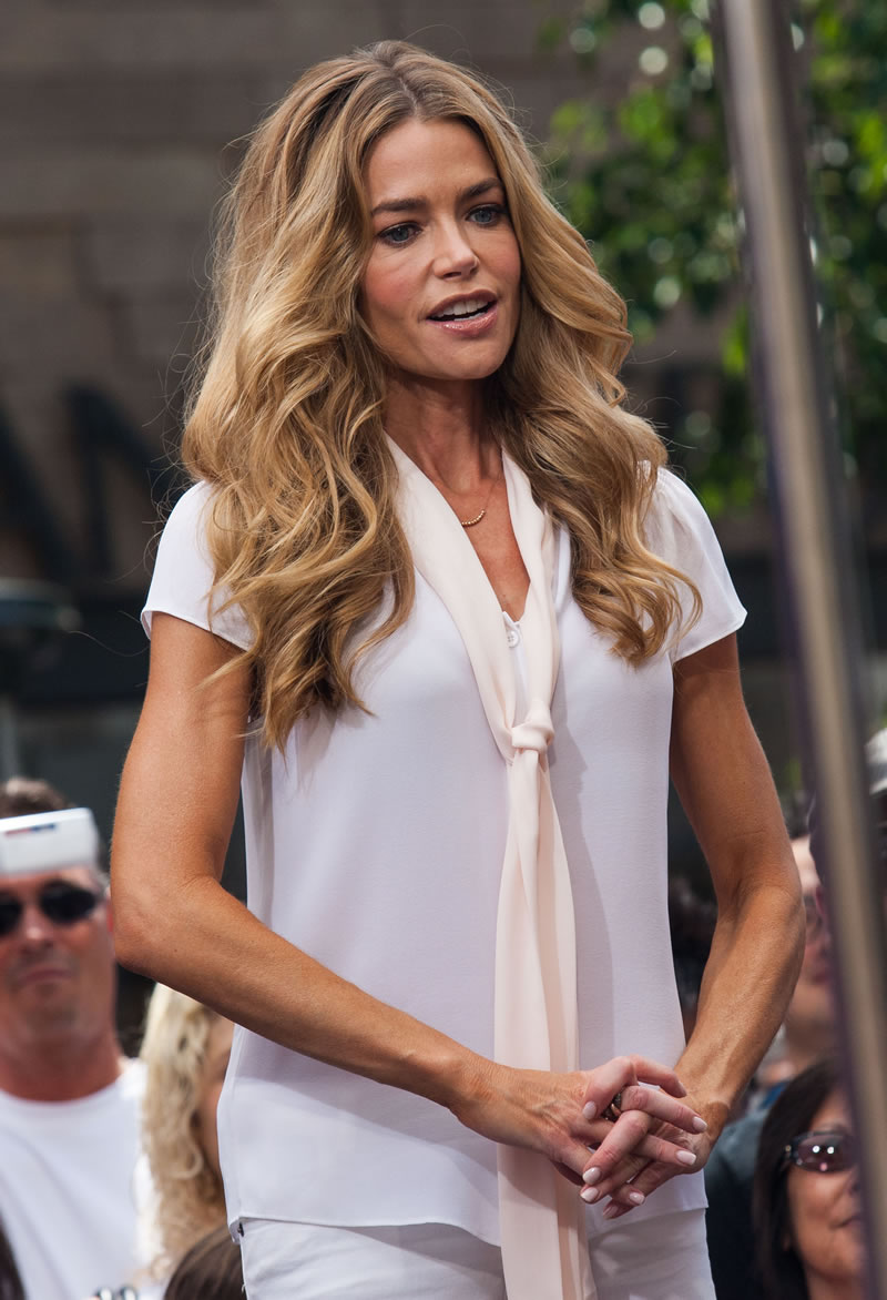 Facebook Wallpaper Girl Denise Richards Photo 369 Of 476 Pics Wallpaper Photo