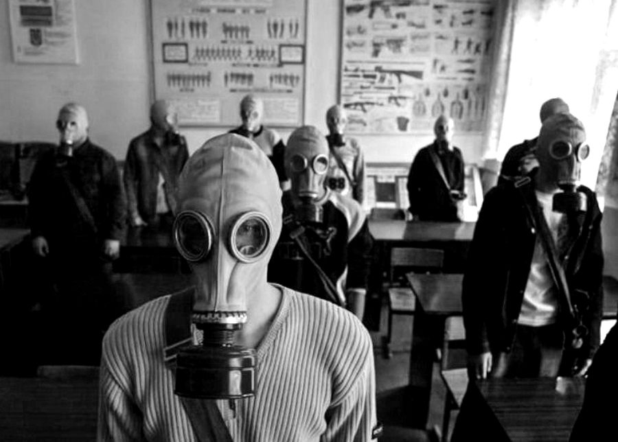 8_gas mask town japan