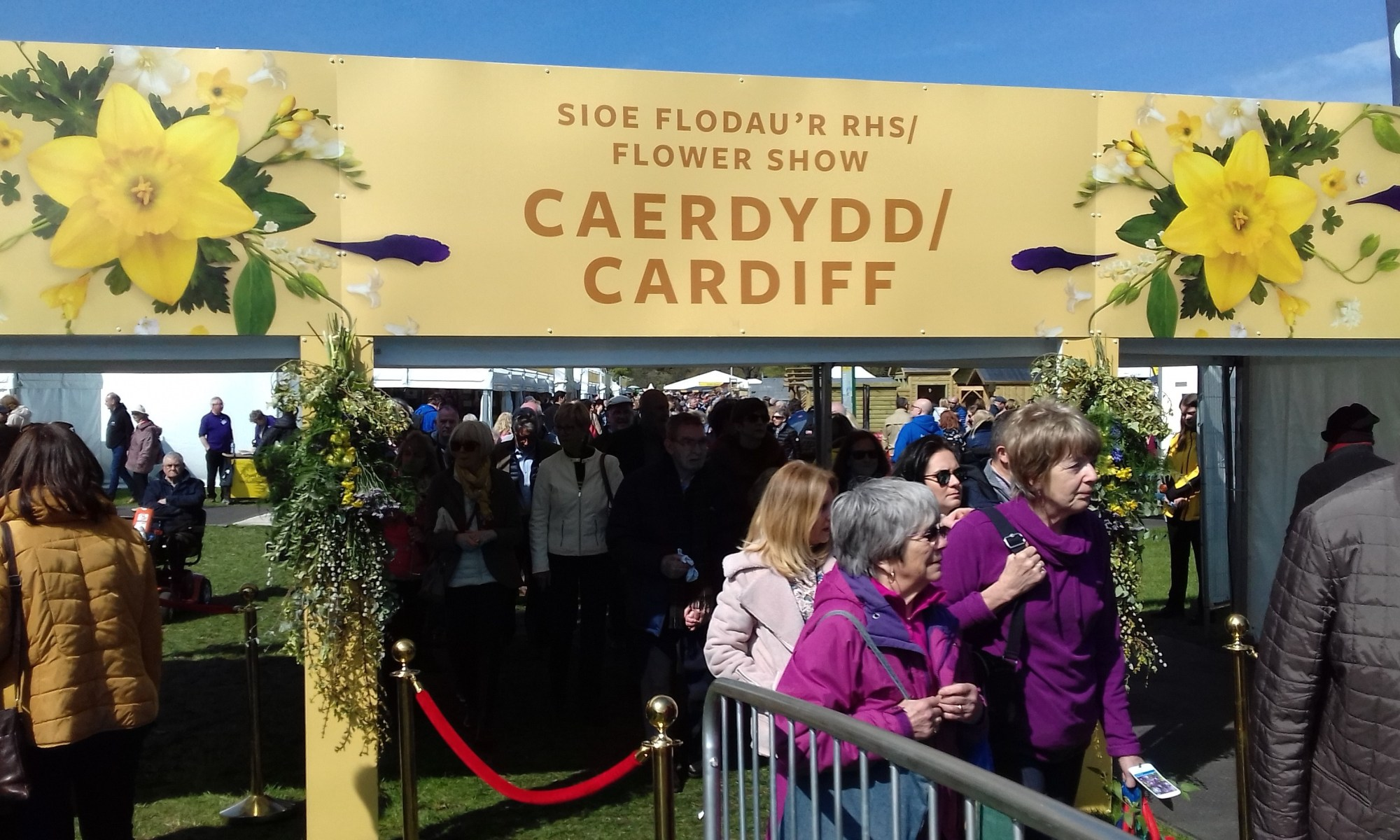 Crowds queuing to enter the show ~RHS cardiff