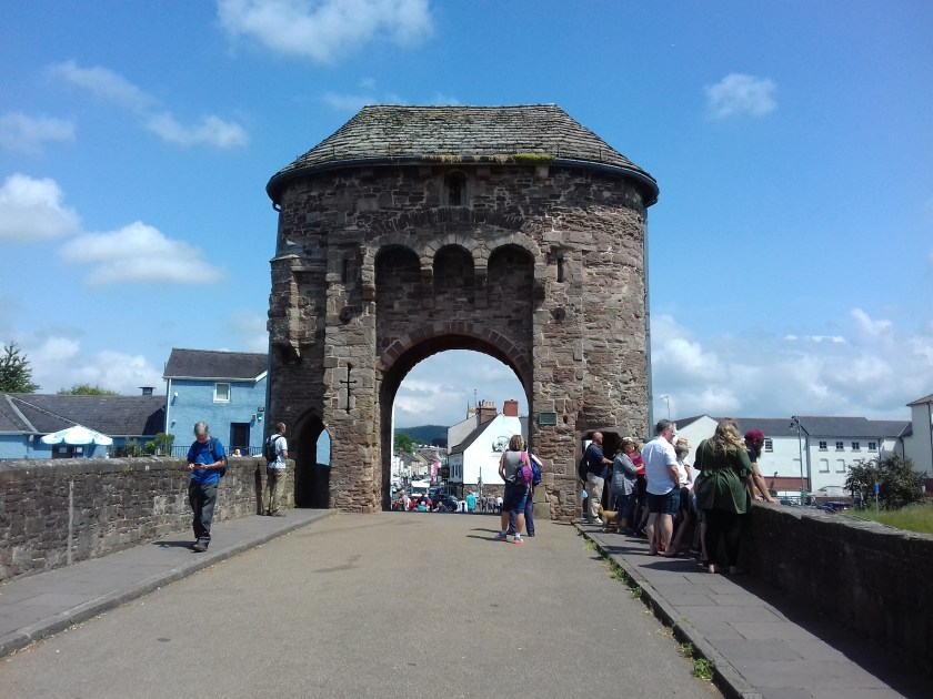 Stone toll house in the middle of the bridge #Monmouth