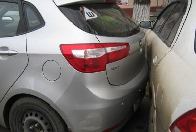 Ce faci în cazul în care mașina a fost avariată în parcare, iar autorul a fugit?