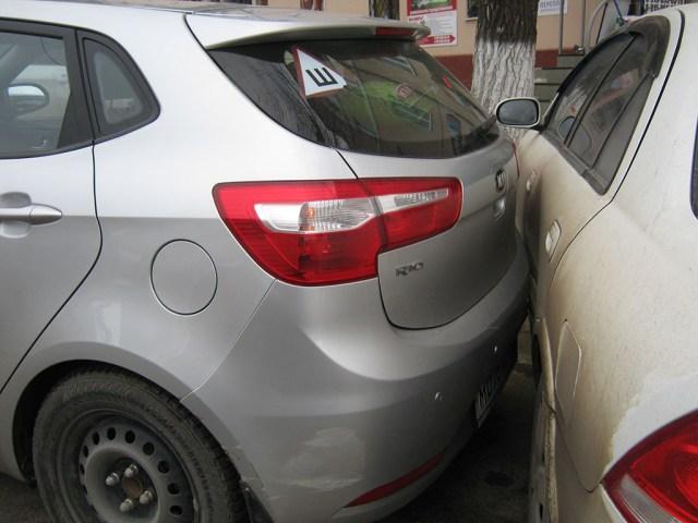 masina lovita in parcare
