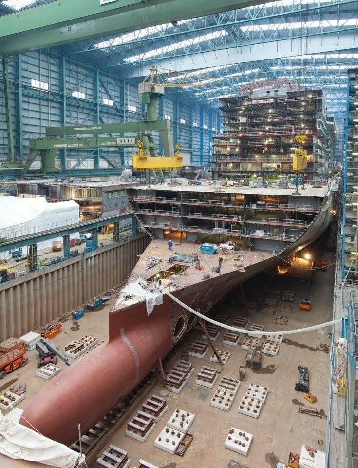 nava-de-croaziera-in-constructie