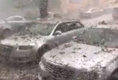 Ploaie torențială românească: Plouă cu bucăți din clădire?