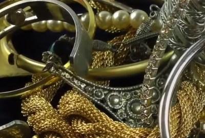 Creşte presiunea asupra dolarului prin repatrierea aurului în multe țări de pe glob