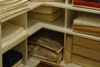 Cum organizezi și împachetezi mai bine cearceafurile?