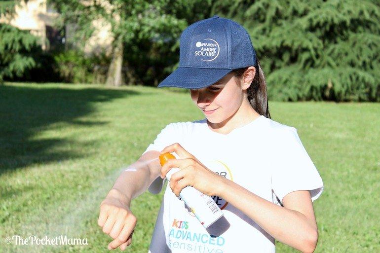applicazione Ambre Solaire kids spray anti sabbia