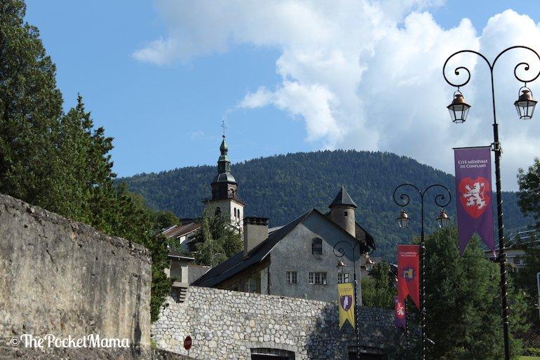 ingresso borgo medievale di Conflans