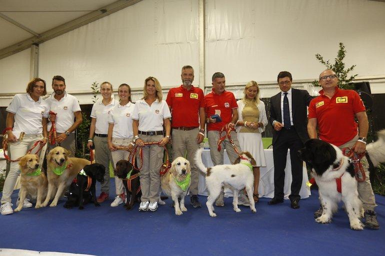 Trainer Cani Eroi Show - premiazione associazioni