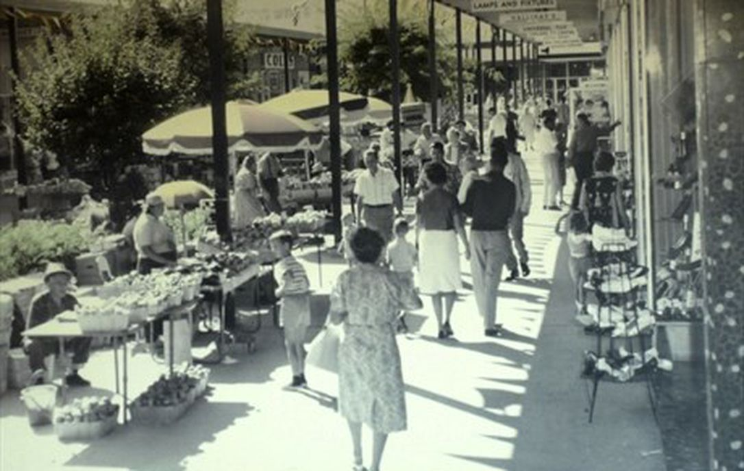 Farmers Market at the Centre Mall