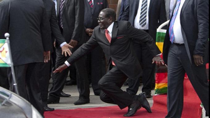 #MugabeFalls hashtag hits Twitter