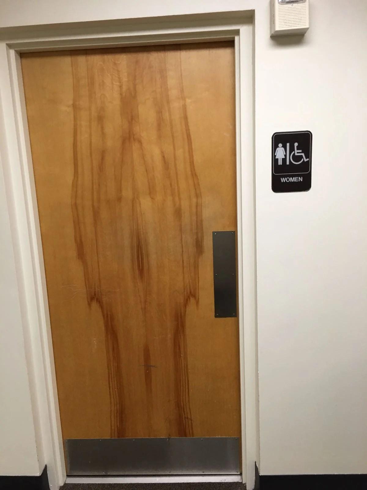 These Bathroom Doors Have Very Appropriate Wood Grain The Poke