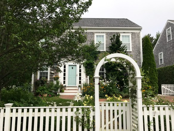 Nantucket home photo by christina dandar for The Potted Boxwood 17