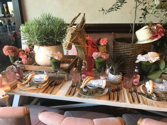 KKG Tablescapes 2017 photo by the potted boxwood 8