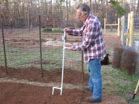 knowledgeweighsnothing.com - PVC seed hack Garden Hacks