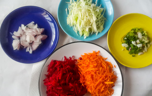 prepared ingredients for beetroot coleslaw