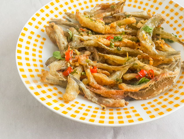 Crunchy, salty and spicy Nigerian crispy fried whitebait fish