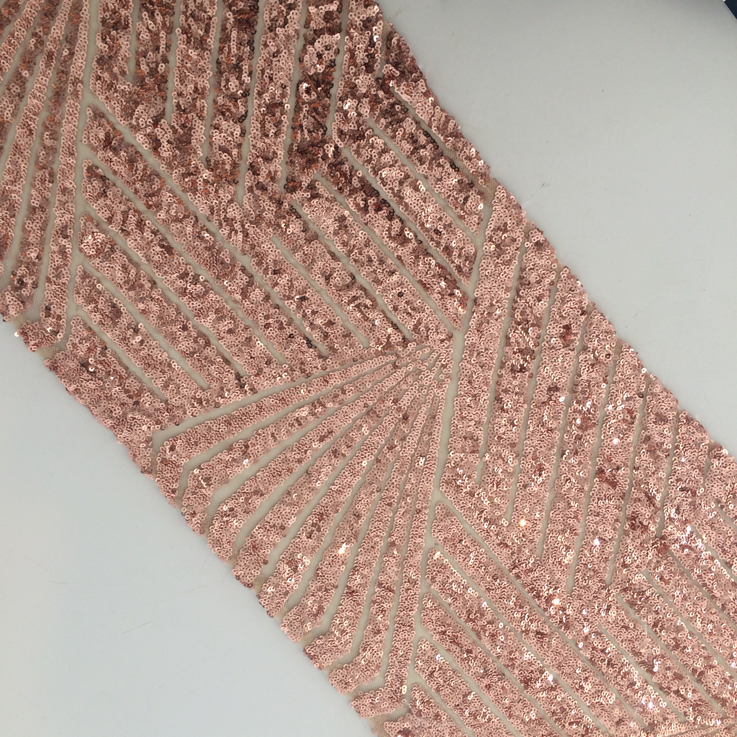 Sequin table runner art deco rose gold the pretty prop for Decoration murale rose gold