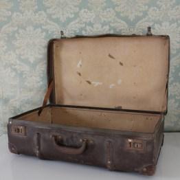 suitcase rental