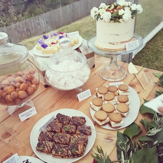 clear pedestal cake stand hire nz