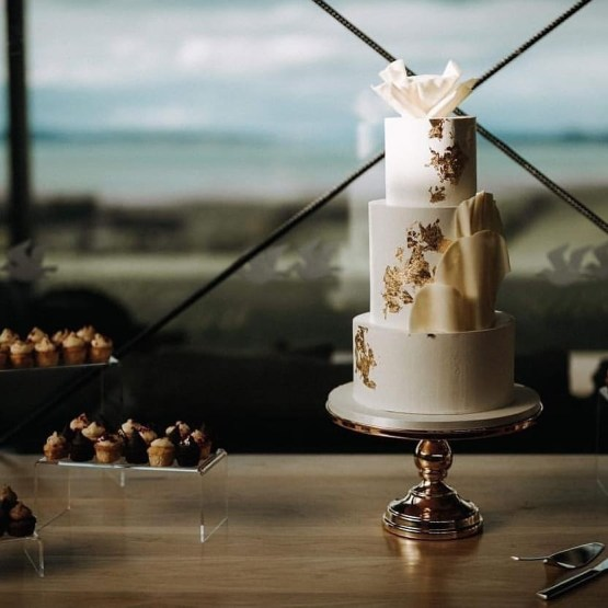 gold cake stand hire nz