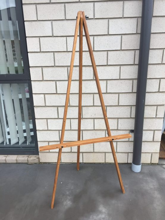 wooden easel hire nz