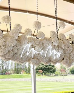 mr + mrs neon sign hire nz