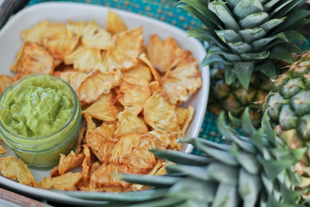Pineapple Chips n' Dip (Guacamole x2)