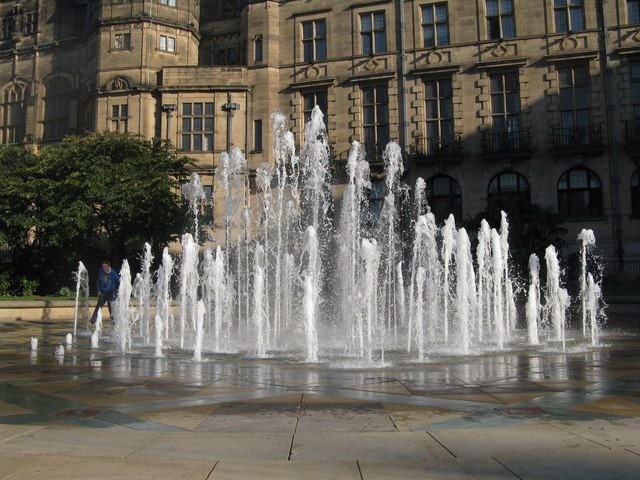 Image: Dave Pickersgill, Fountains in Sheffield, Geograph, Creative Commons Attribution-ShareAlike 2.0 Generic
