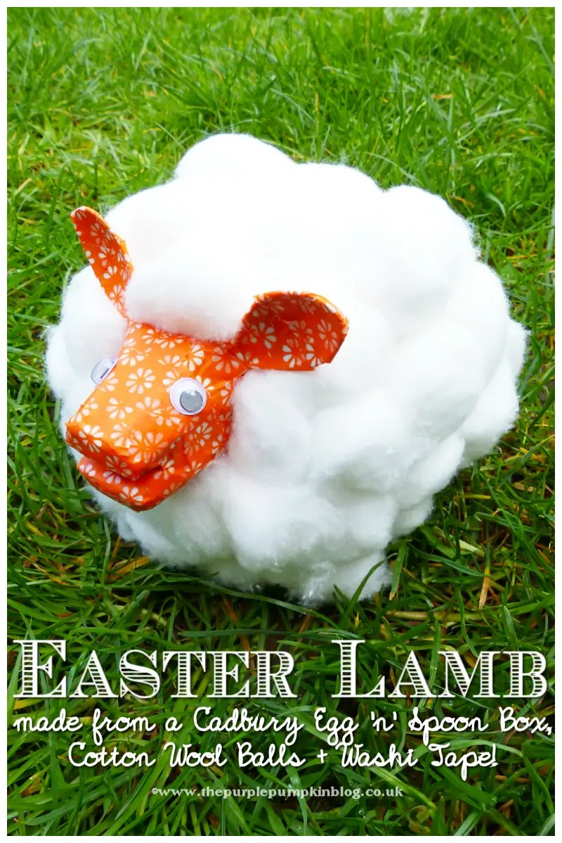 It's so FLUFFY! This super cute lamb is made with an egg box, spoons and cotton wool balls. A great kids craft and activity for Spring and Easter!