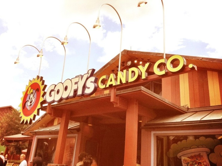 goofys-candy-co-sign