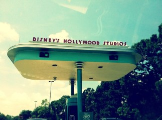 hollywood-studios-sign2