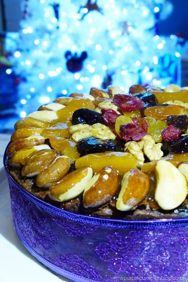 Dried Fruit Cake Decoration : Decorating a Christmas Cake with Dried Fruit and Nuts
